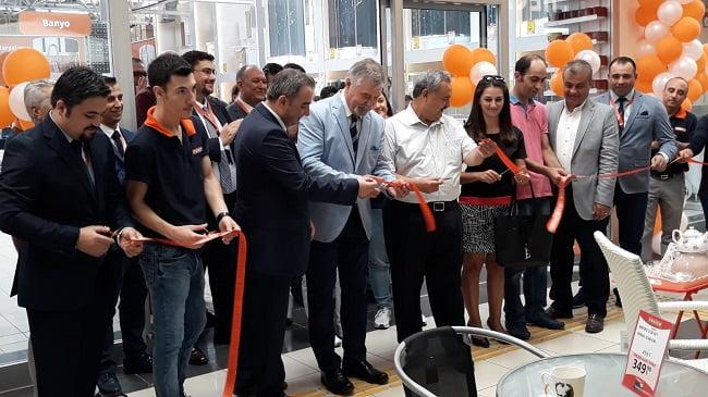 Tekzen Balıkesir'deki 5.mağazasını Burhaniye Kipa'da açtı!