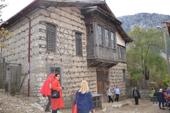 Antalya Düğmeli Evler turistlerin gözdesi oldu!